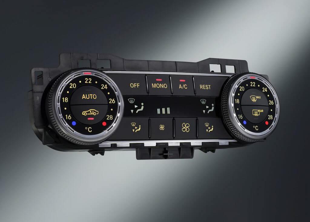 Блок климат-контроля автомобиля